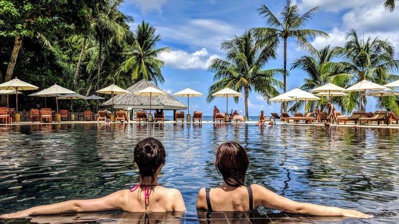Visitar Costa Rica y alojarte en un resort.