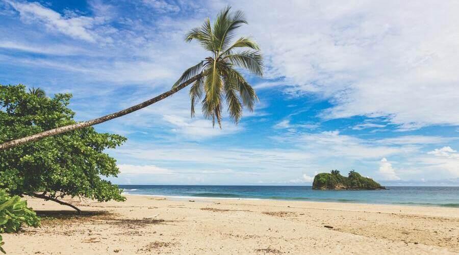 Playa con buen tiempo en Costa Rica.