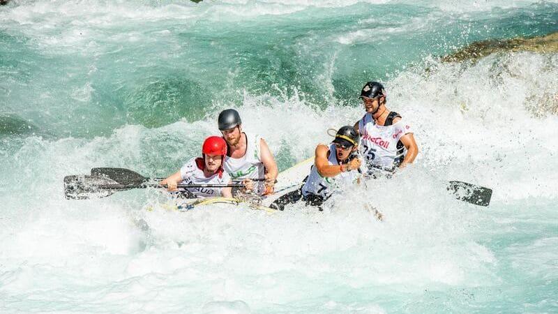 El rafting es una de las actividades más divertidas que puedes hacer en Costa Rica.