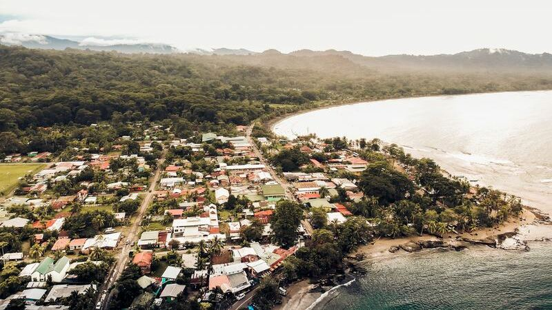 Puerto Viejo es una ciudad del Caribe de Costa Rica