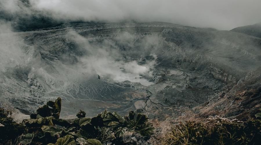En Costa Rica hay muchos volcanes.